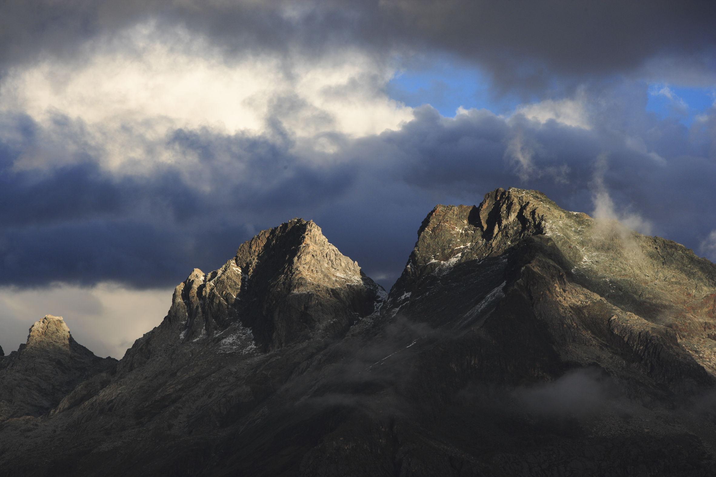 Sommets du Chopicalqui La cordillère blanche (Cordillera Blanca) Andes PEROU